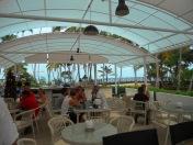 Et de la terrasse, on voit même la mer....