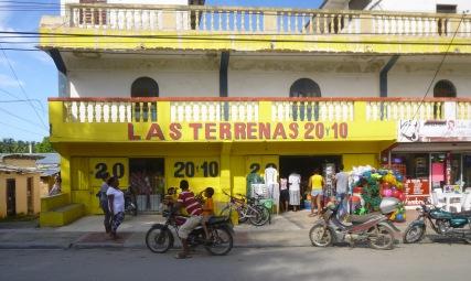 Un vrai supermarché dominicain, on y trouve .... de tout