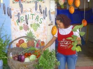 Ada, la jolie marchande de fruits et légumes du Paseo.