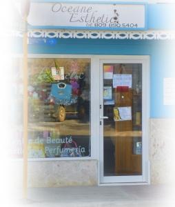 Parfums et produits de soin et de maquillage chez Isabelle, dans on salon d'esthétique Oceane.