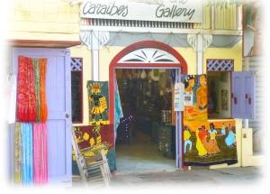 A côté de la Boulangerie Française, une des toutes premières boutiques du Village, la Galerie de Claude Lachamps, objets artisanaux, pareos, toiles d'artistes haitiens et dominicains de renom et superbe cave à cigares.