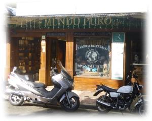 Mundo Puro. Un régal, des produits artisanaux, du bon rhum de partout et de beaux cigares hecho a mano devant vous. C'est un très bel endroit.