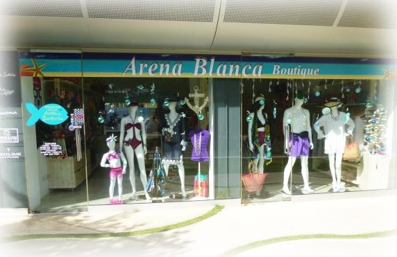 De beaux vêtements aussi au bateau, ici Arena Blanca.