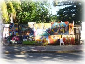 Les peintres haitiens peuplent les rues. Leurs toiles colorées constituent autant de beaux souvenirs.