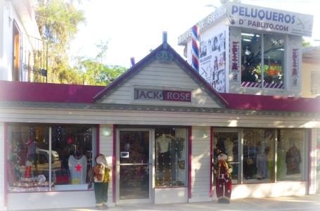 Jack Rose, belle grande boutique en face du Paseo. De jolis vêtements mais aussi une belle ligne de sacs superbement revisités par la jolie Alexandra.