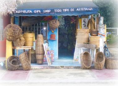 Des paniers, des objets de déco, c'est face à la Plaza Milano, une mignonne boutique que l'on ne peut pas manquer.